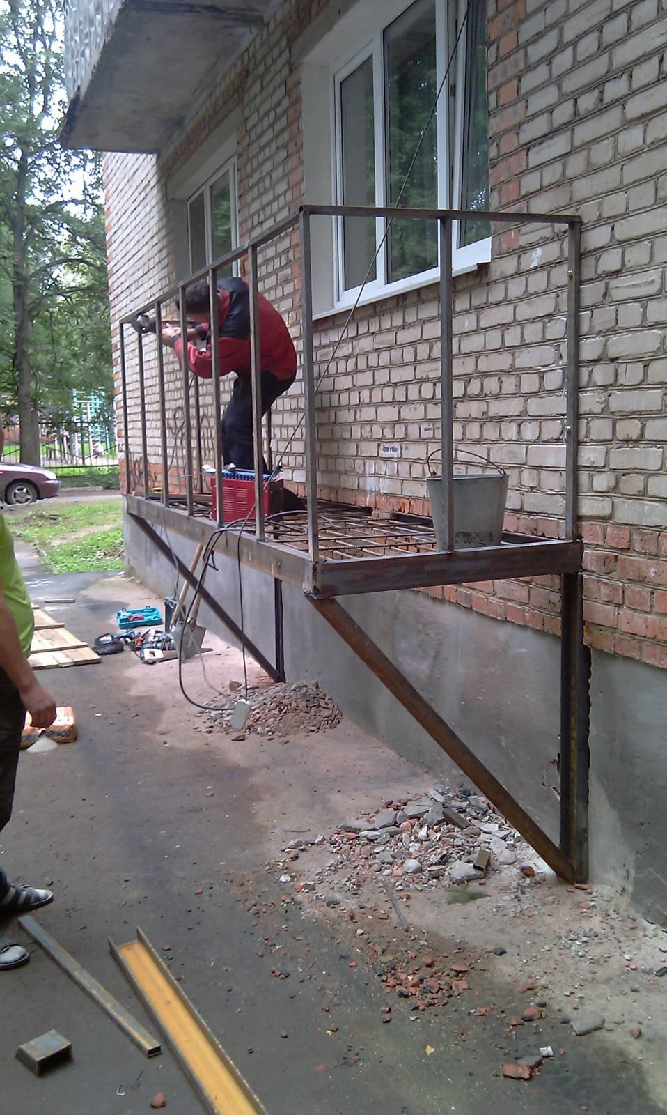 Как сделать балкон на первом этаже..